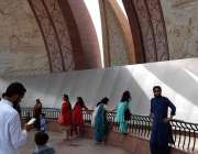 اسلام آباد: شہریوں کی بڑی تعداد پاکستان نیشنل مونومنٹ کی سیر میں مصروف ..