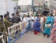 لاہور: حضرت داتا گنج بخش(رح) کے سالانہ عرس میں شرکت کے لیے آنے والوں ..