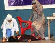 ملتان: نیب کے زیر اہتمام کرپشن کے خلاف آگاہی مہم کے دوران سٹوڈنٹس ٹیبلو ..