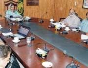 حافظ آباد: ڈپٹی کمشنر صالحہ سعید انسداد پولی مہم کے سلسلہ میں اجلاس ..