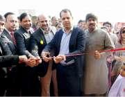 لاہور: ڈپٹی کمشنر لاہور سمیر احمد سید بند روڈ پر فضل کالونی میں پولیو ..