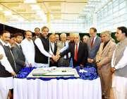 اسلام آباد: وزیراعظم شاہد خاقان عباسی اسلام آباد انٹرنیشنل ایئرپورٹ ..