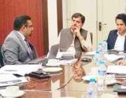 لاہور: صوبائی وزیر توانائی ڈاکٹر اختر ملک، وزیر خزانہ مخدوم ہاشم جواں ..