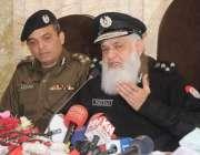 راولپنڈی: آرپی او، فیاض احمد ، سی پی او کے ہمراہ پریس کانفرنس سے خطاب ..