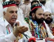 پشاور: پاکستان پیپلز پارٹی کے صوبائی رہنماء سید ظاہر علی شاہ شمولیتی ..