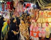 حیدر آباد: عید کی رتیایوں میں مصروف خواتین خریداری میں مصروف ہیں۔