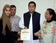 فیصل آباد: ڈپٹی کمشنر سلمان غنی وویمن وہیل کمپین کی دوسرے بیچ کی پوزیشن ..