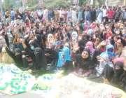 لاہور: ڈینگی ملازمین نے اپنے مطالبات کے حق میں پریس کلب کے باہر دھرنا ..