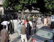 اسلام آباد: پی آئی ڈی میں آگ لگنے کے بعد شہریوں کی بڑی تعداد جمع ہے۔
