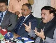 لاہور: وفاقی وزیر ریلوے شیخ رشید احمد پریس کانفرنس کر رہے ہیں۔