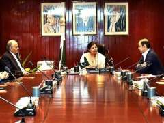 KARACHI: Caretaker Federal Finance Minister Shamshad Akhtar chairing a meeting with the members of Pakistan Business Council.