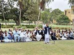 KARACHI: President Mamnoon Hussain offering dua after Namaz-e-Istasqa (Pray for Rainfall) at Governor House. Governor Sindh Mohammad Zubair also present on the occasion.