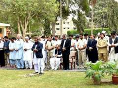 KARACHI: President Mamnoon Hussain offering Namaz-e-Istasqa (Pray for Rainfall) at Governor House. Governor Sindh Mohammad Zubair also present on the occasion.