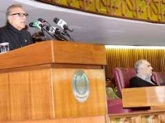 ISLAMABAD: President Dr. Arif Alvi addressing the Joint Session of the Parliament.