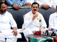 MULTAN:  Former Prime Minister Syed Yusuf Raza Gilani addressing press conference at his residence.