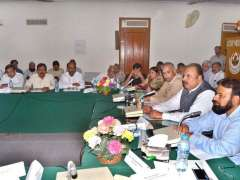 MULTAN: Provincial Minister of Agriculture Malik Noman Ahmad addressing to agriculture stakeholder at CCRI.