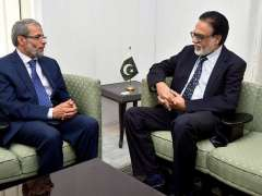 ISLAMABAD: Yemeni Ambassador Mohammed Motahar Alashabi exchanging views with MD APP Masood Malik during his visit to APP Headquarters.