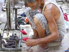 SIALKOT: A skilled person preparing cloth rope at his work place.
