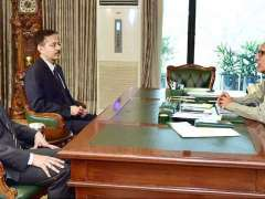 ISLAMABAD: President Dr. Arif Alvi talking to Amin Hashwani and Hassan Malik who called on him.