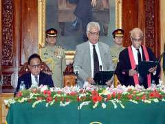 PESHAWAR: Governor Khyber Pakhtunkhwa Engr. Iqbal Zafar Jhagra administering oath to Chief Justice of Peshawar High Court Mr. Justice Waqar Ahmed Seth at Governor House.