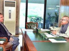 ISLAMABAD: President Dr. Arif Alvi talking to Leader of House in Senate Syed Shibli Faraz who called on him.