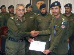 LAHORE: DIG Investigation Syed Khurram Ali distributing certificates among the police officials on their performance.