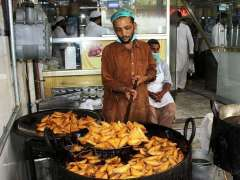 MULTAN: A vendor preparing saltish food item (samosa).