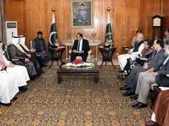 ISLAMABAD: Deputy Minister of Education of Saudi Arabia Hamad Nasser A. Al-Mehrej along with a delegation called on President Mamnoon Hussain at the Aiwan-e-Sadr.