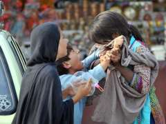 ISLAMABAD: Gypsy young girl and boy scuffle with each other at Bari Imam shrine in Federal Capital.