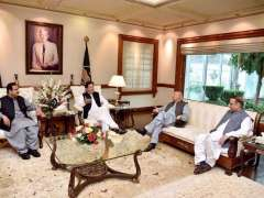 LAHORE: Prime Minister Imran Khan meeting with Governor Punjab Chaudhry Muhammad Sarwar and Chief Minister Punjab Sardar Usman Buzdar.