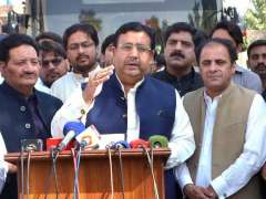 MULTAN: Provincial Minister for Transport Jahanzaib Khichi talking to media persons at Circuit House.
