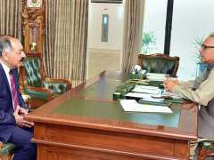ISLAMABAD: President Dr. Arif Alvi talking to Governor Balochistan Justice (R) Amanullah Yasinzai who called on him.