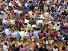 LAHORE: A large number of people breaking their Fast during Iftaar in the Holy fasting month of Ramzan-Ul-Mubarak arranged by volunteers at Masjid Wazir Khan.