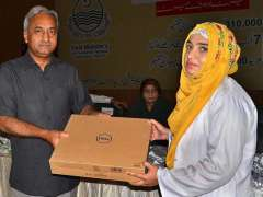 MULTAN: Federal Minister for Water Resource Syed Javed Ali Shah giving away laptop to students of different colleges under Chief Minister Laptops Scheme at Bahauddin Zakriya University.