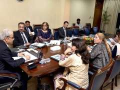 ISLAMABAD: Caretaker Prime Minister Justice (Retd) Nasir-ul-Mulk chairing a briefing by Ministry of Human Rights at PM Office.