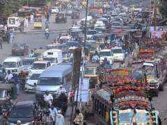 KARACHI: A view of massive traffic jam during campaign against encroachments and illegal constructions from the Empress Market.