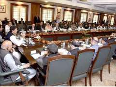 LAHORE: Prime Minister Imran Khan addressing cabinet members of Punjab.