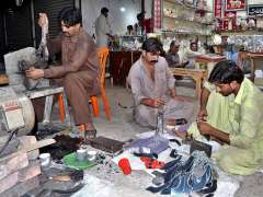 LAHORE: Workers busy in preparing Muharram related stuff in connection with Holy month of Muharram at Lohri Gate.