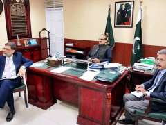 ISLAMABAD: Federal Minister for National Health Services, Regulations and Coordination, Aamir Mehmood Kiyani presiding over a briefing on Central Health Establishment.