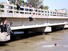 SIALKOT: Youngsters diving in canal water to get relief in  the scorching weather.