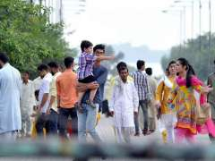 ISLAMABAD: A large number of people visiting Lake View Park to spend their holiday in Federal Capital.