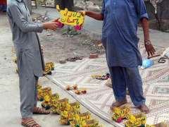 FAISALABAD: A vendor selling toys at his roadside setup.