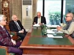 ISLAMABAD: President Dr. Arif Alvi talking to Secretary, Information & Broadcasting Shafqat Jalil and Chairman PEMRA Muhammad Saleem Baig who called on him.