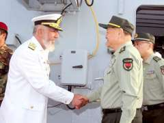 KARACHI: Vice Chief of Naval Staff, Vice Admiral Kaleem Shaukat receives Vice Chairman Of Chinese Central Military Commission General Zhang Youxia Upon arrival onboard ship.