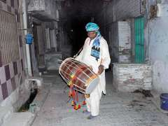 MULTAN: A drum beater wakeup people in traditional way for Sehri in Holy Fasting Month of Ramzan ul Mubarak.