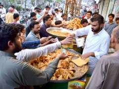 SIALKOT: A large number of people purchasing traditional food item Samosa for Iftaar at Cantt.