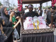 LAHORE: Mourners participating in procession at Qasar-a-Batool Shadman on 9th Muhrramul Harram.