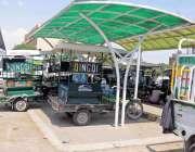 راولپنڈی: پیر ودھائی بس سٹینڈ پر مسافروں کے لیے بنائے گئے شیل میں چنگ ..