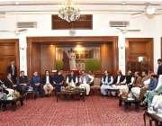 کراچی: وزیر اعظم عمران خان گورنر ہاؤس میں پاکستان تحریک انصاف (پی ٹی ..