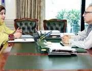 اسلام آباد: صدر مملکت ڈاکٹر عارف علوی سے رکن قومی اسمبلی منورہ بی بی ..